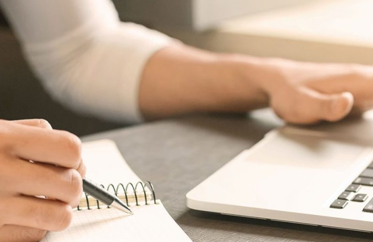 Site internet : Créer du contenu soi-même ou avec un rédacteur web ?